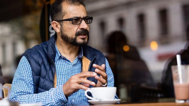 Conheça o ex-ministro do Afeganistão que virou entregador na Alemanha