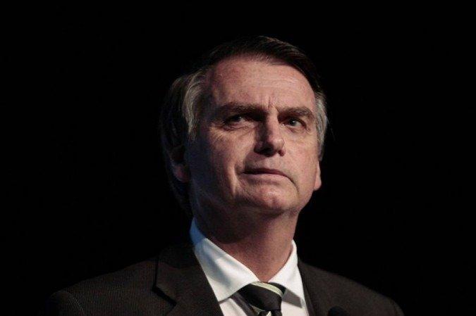 Bolsonaro diz que vale a pena ser presidente da República 'apesar das dificuldades, calúnias e difamações' e que conforta saber que na sua cadeira em Brasília 'não está sentado um comunista'